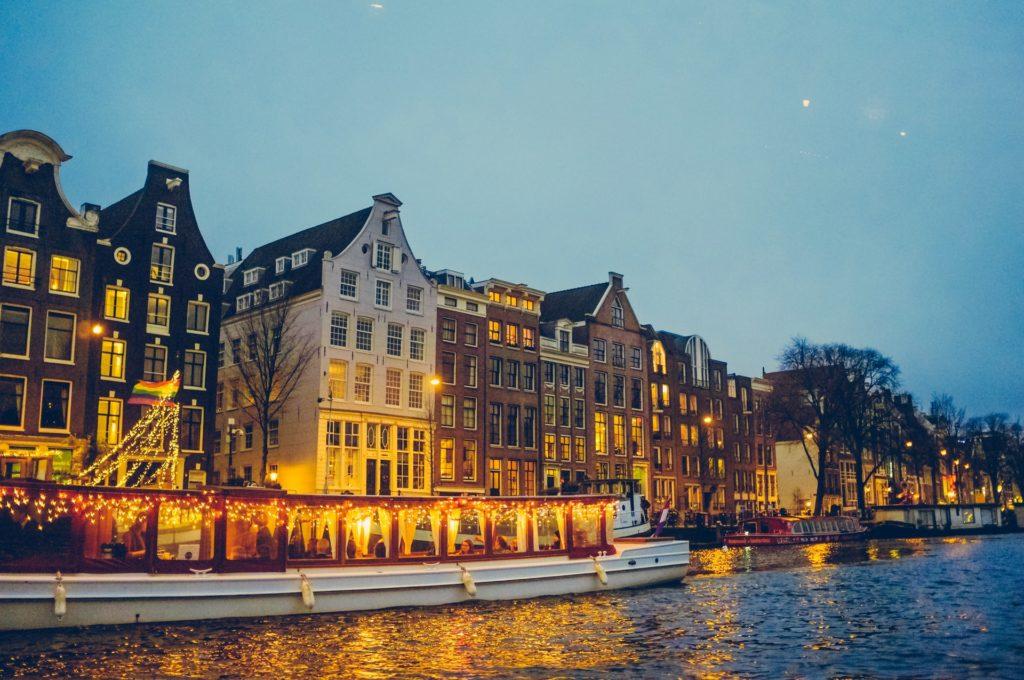 Amsterdam coffeeshops reopening